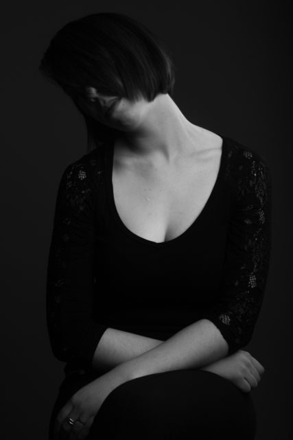 ritratto su sfondo nero