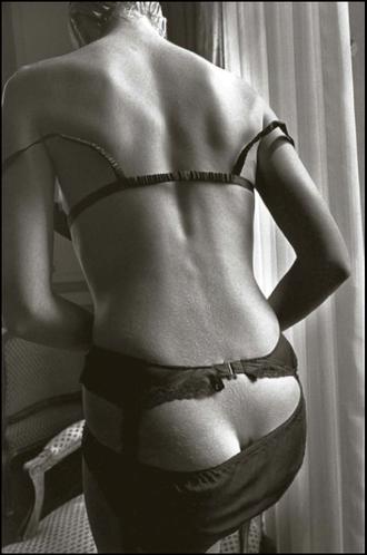 nero nudo donne